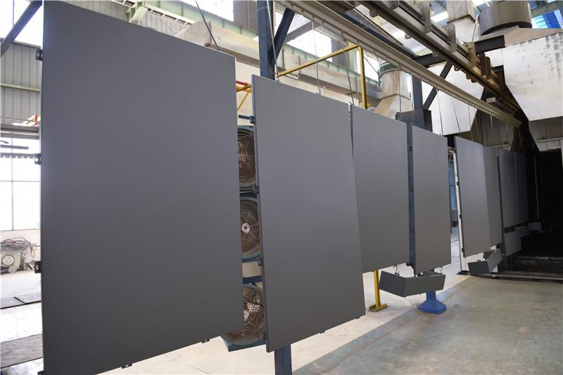 建筑工地氟碳铝单板安装前实地测量及制作流程