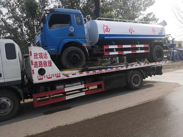 濟寧灑水車拖車救援