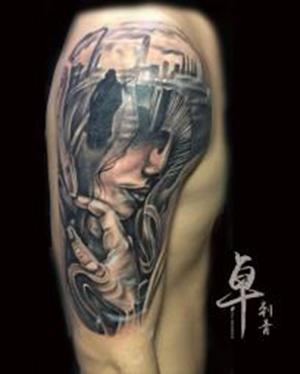 《厦门手臂肖像纹身》手臂侧脸纹身_手臂纹身图案大全