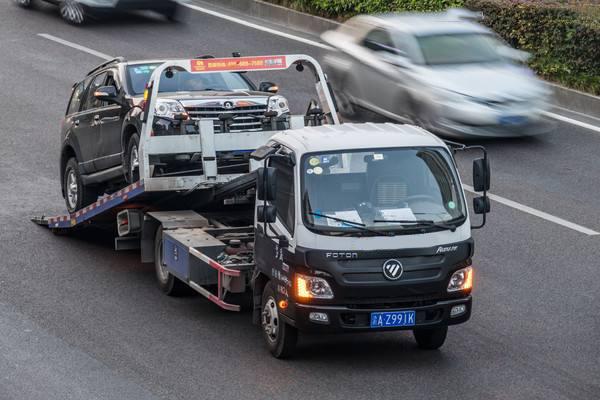 汽车救援拖车多少钱?需要看拖车方法