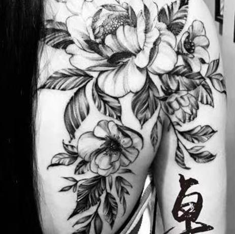 《厦门纹身》背部花纹身