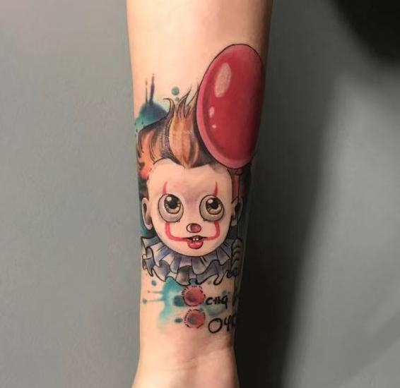 《厦门纹身价格》手臂彩色小丑纹身
