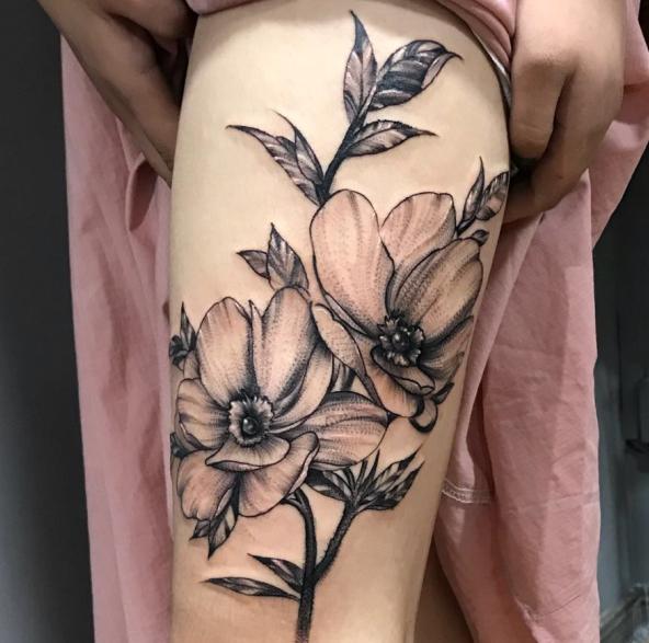 《厦门刺青店》大腿花纹身图案