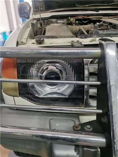 中山车灯三菱猎豹更换灯面+升级海拉五双光透镜案例