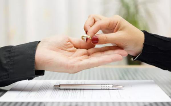 拿到离婚判决书后还要领取离婚证吗?