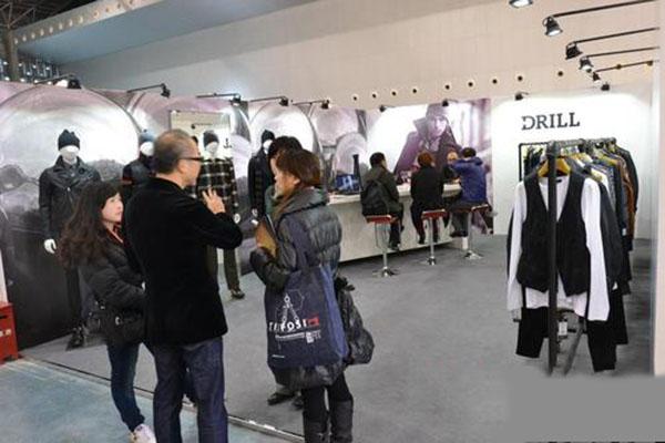 厦门品牌服装展销促销现场