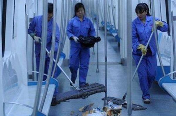 广州地铁站保洁