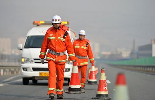 青岛拖车救援如何做到拖车时最大牵引力?
