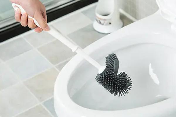 广州保洁公司告诉您:马桶的清洁方法!