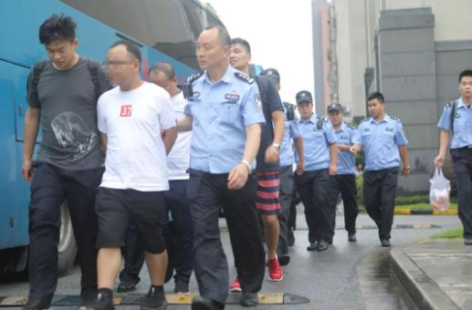 """重庆小三侦查-""""境外免费游""""套路深 上海警方捣毁一境"""