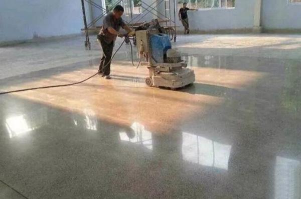 广州保洁公司对地板喷雾抛光的方法及步骤